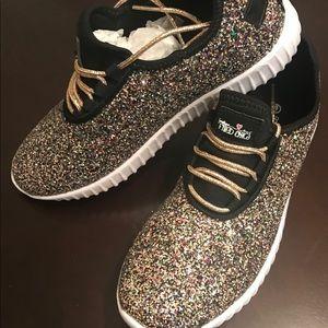 Shoes - 😍😍 Size 9 sparkle glitter tennis shoes!